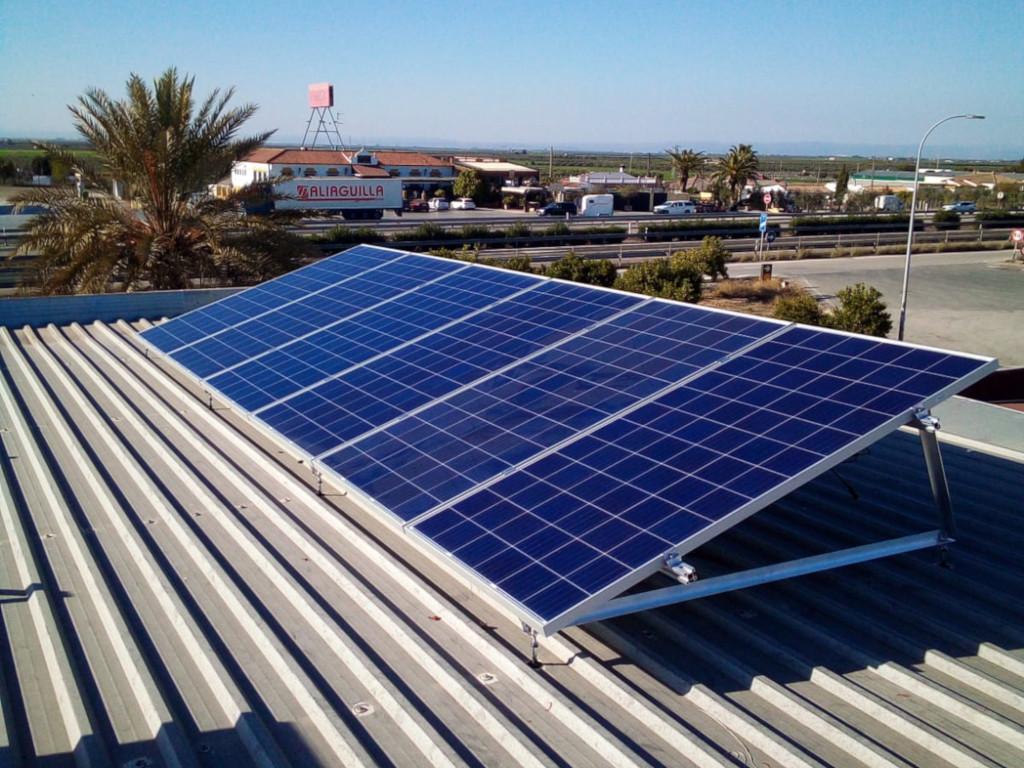 Instalación fotovoltaica de autoconsumo en techo de instalaciones del Hotel