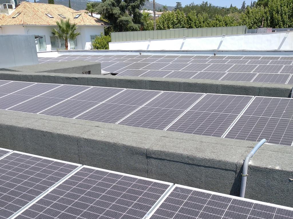 Instalación fotovoltaica de autoconsumo en Hospital La Arruzafa